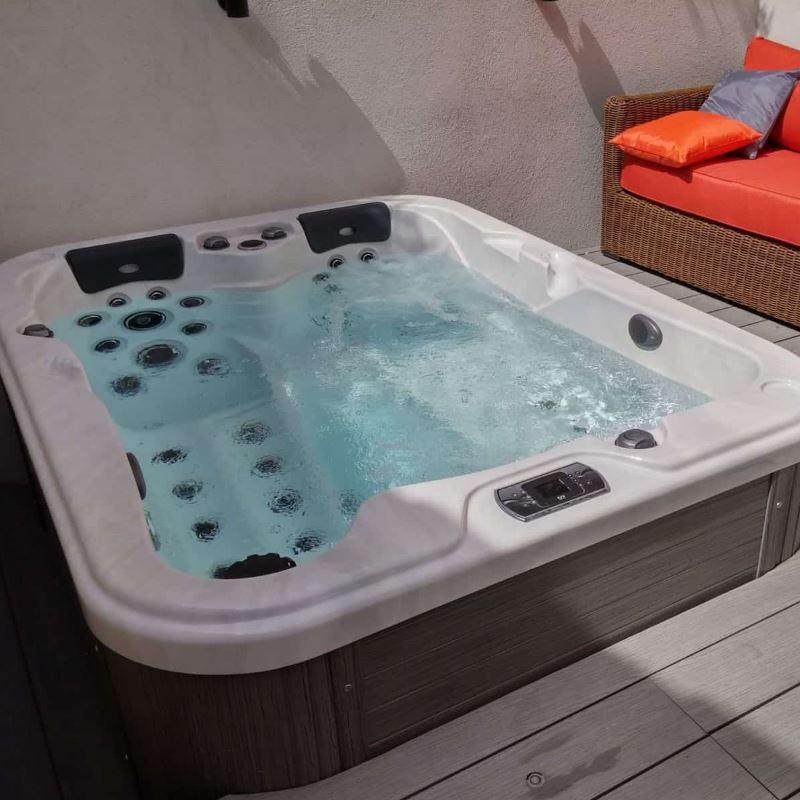Be Well masažni bazen